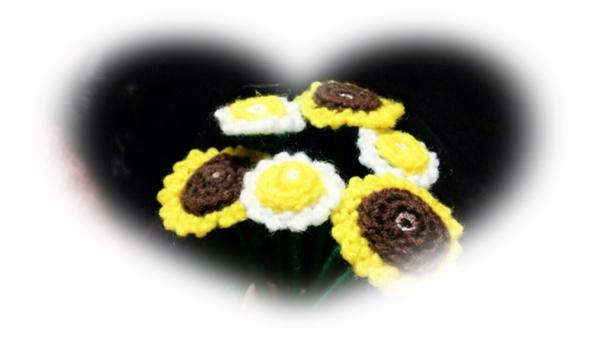 毛糸で花を編む